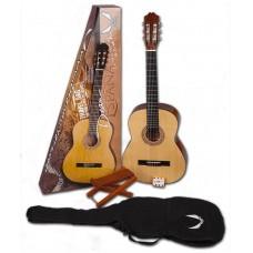 DEAN PC PK - комплект: классическая гитара, чехол, подставка под ногу, камертон